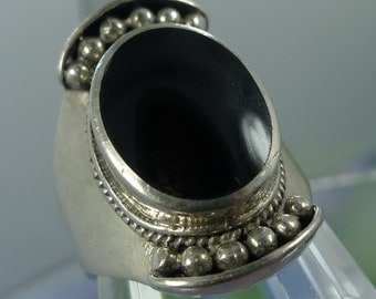 Size 8 Ring : Sterling 925 Silver Onyx Wide Shield-like Signed NF (9901)