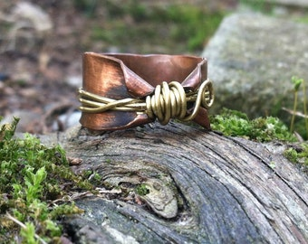 Thumb ring in copper and brass, copper thumb rings, size 10, elven ring, rustic ring, wire wrapped