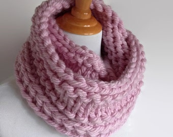 Pink Chunky Infinity Scarf, Wool Scarf, Knit Scarf, Knit Infinity Scarf, Adult Scarf, Scarf, Chunky Knit, Knitted Scarf, Oversized Scarf