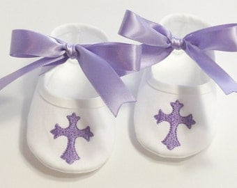Christening Booties- Baptism Shoes- Cross- Newborn Keepsake Gift- Shoes Baby- Dedication Baby Shoes- Baby Baptism Shoes- Christening Shoes