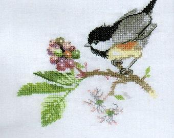 Cross Stitch Kit Chick Berry 5 x 5 inches, Bird Cross Stitch, Heritage Stitchcraft, Valerie Pfeiffer