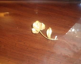 vintage pin brooch goldtone pansy flower faux pearl