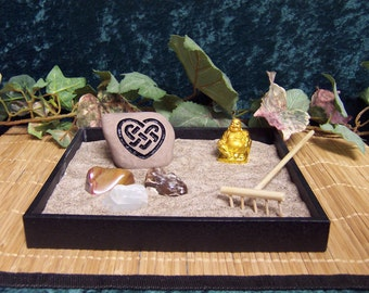 Zen Garden with 1 Engraved Stone CELTIC HEART Rock