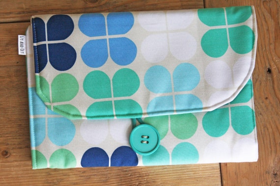 diaper changing pad diapering on the go blue green retro. Black Bedroom Furniture Sets. Home Design Ideas