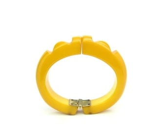 Bakelite Bracelet. Deeply Carved Geometric Clamper. Chunky Butterscotch Yellow Bangle. Vintage 1940's Retro Jewelry