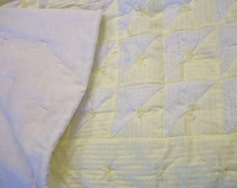 Baby quilt, yellow and white seersucker