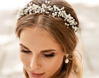 Wedding pearls crown. Hair vine halo for b ride to be. Hair vine for weddings. Beach wedding hair accessory. Boho hair vine. Pearls crown.