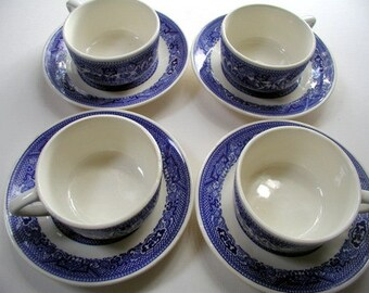 Set of 4 Vintage Blue Willow Cup and Saucer 1960's Oriental Pattern Dinnerware