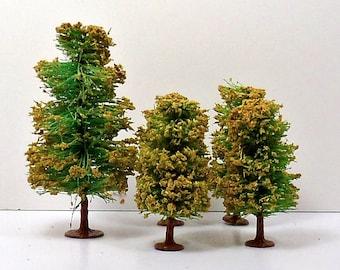 Christmas 5 German Bottle Brush Trees Metal Base Miniatures Vintage 1930s