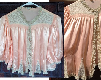 1930s-1940s Peach Bed Coat with Ruffle Lace Collar / Satin & Lace Bed Jacket / Triangle Lace with Rossettes / Old Hollywood Style