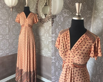 Vintage 1970's Peach Floral Dress with Ruffled Sleeves and Hem Medium