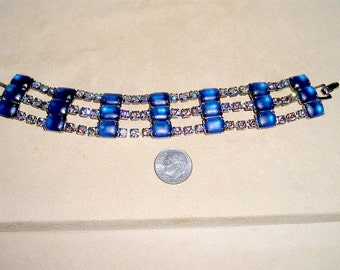 Vintage Frosted Blue Glass Bracelet With Iridescent Rhinestones 1960's Jewelry 2286