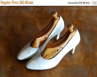 JULY SALE / vintage white leather Salvatore Ferragamo heels/ Italian shoes / size 7