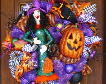 STYLISH WITCH HALLOWEEN Wreath with a Happy Jack-o-Lantern