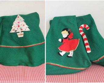 """vintage 1950s tree skirt - EVERGREEN felt appliqued Christmas tree skirt / 66"""" diameter"""