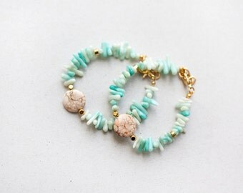 ONE Minimalist Mint coral and howlite beads bracelet, Delicate bracelet, pink mint bracelet by pardes