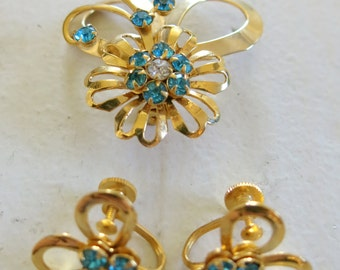 Jewelry Set with brooch and earrings in gold and turquoise