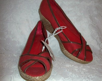 Vintage Ladies Red Canvas Wedge Heels by Merona Size 6 1/2 NOS Only 8 USD