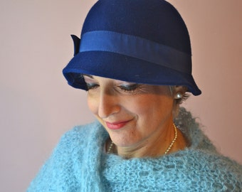 Blue Felt Cloche Hat. 1960's Vintage Hat.  1960s Does 1920s.  - VA119