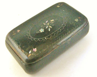 English antique snuff box in papier mache and mother of pearl with wonderful patina