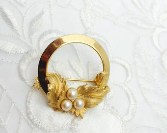 Vintage Sara Coventry Brooch in Gold Tone, Art Nouveau Floral Design, Faux Pearl, HALF OFF S A L E, Item No. B416