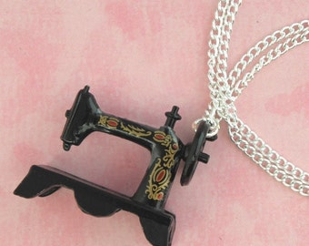 Vintage Singer Sewing Machine Charm Necklace - Vintage Inspired - Retro 50s Kitsch Jewellery - Dress Designer Gift -