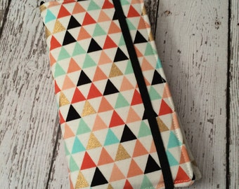 Samsung Galaxy Note, Galaxy Plus,, iPhone Plus wallet with removable gel case - triangles print