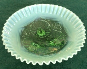 1906 Jefferson Glass Ruffles & Rings Green Opalescent Glass 3 Footed Bowl