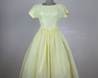 25% Off Summer Sale.... Vintage 1950s Dress 50s Yellow Flocked Nylon Organza Full Skirt Party Dress Size 4/6 S Small 25 Waist