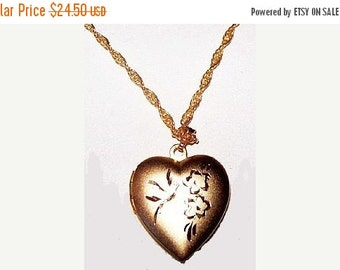 Heart Locket Pendant Necklace Etched Gold Metal Link Chain Valentines Day 18 in Vintage