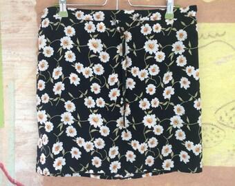 TRIPPING DAISIES)( Vintage 90s Black Daisy Mini Skirt )( Small