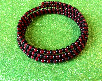 Red and Black Bracelet Glass Rocaille Memory Wire Expandable Cuff Coil,Seed Bead Bracelet, Cuff Bracelet, Red Bracelet