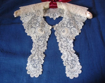 Antique Lace Collar Exquisite Bridal Cream Lace with Roses Flowers Motif an Ethereal Wedding Heirloom Accessory in Pristine Condition