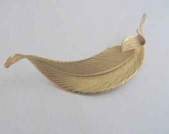 Vintage Giovanni Leaf Gold Tone Brooch