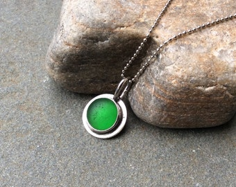 Sea glass jewelry,  Beautiful emerald green sea glass sterling silver solitaire necklace
