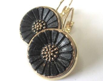 DAISY vintage button earrings, Czech blackglass buttons, gold lever backs