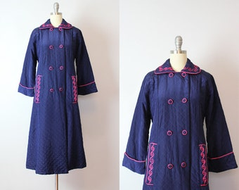 vintage 60s housecoat / 1960s quilted housecoat / blue and shocking pink housecoat / dressing gown / robe coat / vintage loungewear