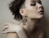 Black geometric structural beaded dangle earrings