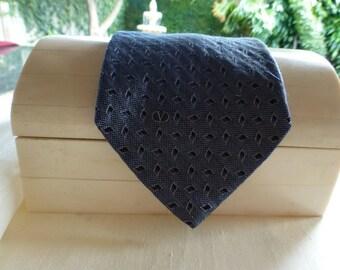VALENTINO VINTAGE CRAVATTE. Vintage Tie By Valentino, Italian Silk . A classic Silver GreyTie !!!