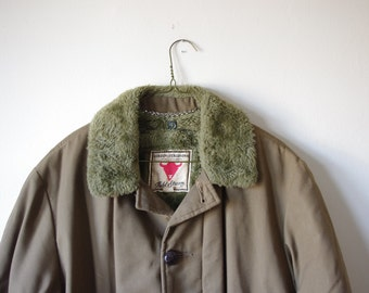Vintage Gordon and Ferguson Co. Field and Stream Jacket - Size 38 - Green Canvas W/ Faux Fur Collar