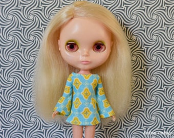 Bell sleeved blue and yellow retro mod style dress for Blythe Pullip Dal licca and similar dolls