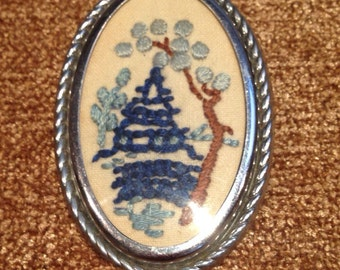 Vintage 50-s Embroidered Brooch /Oriental Motifs