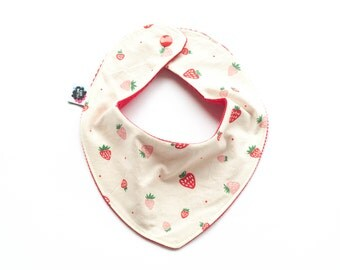 Organic bandana bib with strawberries, girl drooling bib, dribble bib baby girl, baby shower gift, baby outfit, hipster baby girl