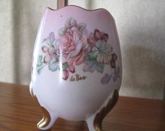 Imperial Germany Egg Vase, sign de Bec, burgundy Roses, Gold Trim Handpainted