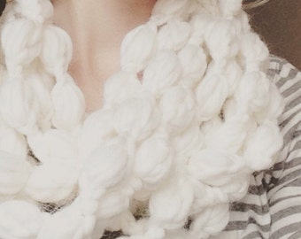 Crochet Scarf Pattern, EASY, Chunky Cowl, Circle Infinity Scarf, Puff Garland Cowl 2-in-1