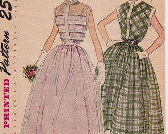 1950s Full Skirt Dress with Mini Band Sleeves Vintage Sewing Pattern [Simplicity 3252] Size 14, Bust 32, Complete Partially Cut