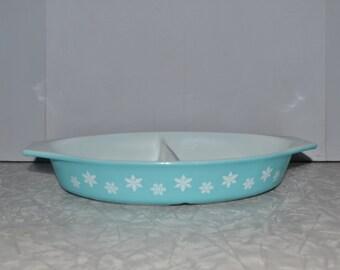 Turquoise Snowflake Pyrex ~ Pyrex Divided Dish ~  Pyrex ~ Vintage Kitchen ~ Epsteam