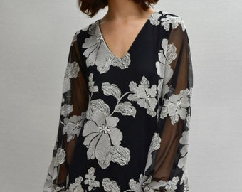 Kupu Kupu V-Neck Dress in Black/White