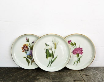 Tiny Plates - Set of 3 - Pretty Flowered Plates - Jewelry Dish