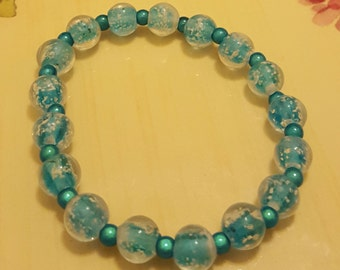 BRACELET: Lovely Blue Frosted Cracked Glass Beads Stretch Bracelet with Pearl Spacers